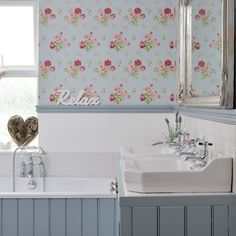 Vintage-style bathroom with wallpaper | easy decorating ideas | design ideas small homes | PHOTO GALLERY | Style at Home | Housetohome