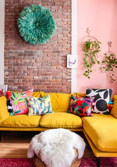 Colorful Couch, Colorful Throw Pillows, Colourful Living Room, Simple Living Room, Boho Living Room, Living Room Colors, Living Room Sofa, Living Room Designs, Living Room Decor
