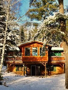 Housesitting | Never pay for accommodation.  Log cabin housesit in the wilderness of Wisconsin