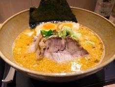 Kara Misso JoJo: Futomen, chashu, nori, vegetais, blend de pimentas e ovo.