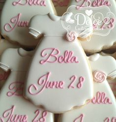 ***Please contact me prior to placing your order to be sure that I have availability for your date.*** This listing is for one Dozen (12) beautifully decorated and delicious Personalized Christening / Baptism Gown Cookies. Perfect for a Baptism, Communion, Confirmation or Baby Shower! Color can be customized to suit your needs. Vanilla Sugar Cookie with Vanilla Royal Icing. Cookie is 4 x 2.5. Each order is baked fresh, which ensures your cookies will taste as good as they look. Cookies ...