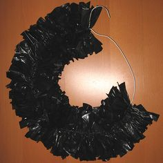 For Halloween? Garbage Bag Wreath - used to make these for a teacher's gift.with white trash bags and spray just a little with silver or gold spray paint Holidays Halloween, Halloween Crafts, Holiday Crafts, Holiday Fun, Happy Halloween, Halloween Decorations, Halloween Party, Halloween Stuff, Fall Crafts