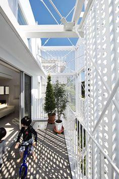 Hiroyuki Moriyama completes Tokyo apartment building - All About Balcony Green Facade, Metal Facade, Tokyo Apartment, Casa Patio, Steel House, Building Facade, Steel Structure, Facade Design, Facade Architecture
