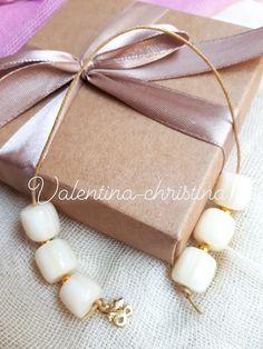 Χειροποίητες μπομπονιέρες γάμου μπεγλερι για τους άνδρες και κόσμημα για τις γυναίκες by valentina-christina handmade products Pearl Necklace, Pearls, Gift Boxes, Gifts, Jewelry, String Of Pearls, Presents, Jewlery, Wine Gift Sets