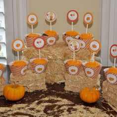 Hay bales and corn husks make a great addition to any for Halloween mini cupcake decorating ideas