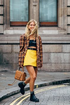 London Fashion Week Street Style Is Here to Bring You Nonstop Outfit Inspiration - London Fashion Week Day 4 - Looks Street Style, Street Look, Autumn Street Style, Looks Style, Street Chic, Men Street, Image Fashion, Urban Fashion, Fashion Photo