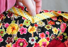 Tutorial on binding scallops - Anka's Treasures #quilting