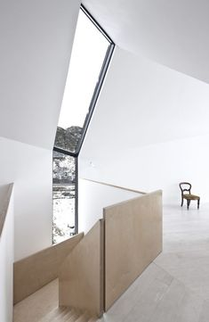 Like: Light filled space, vaulted ceiling, simple design / materials used for staircase.