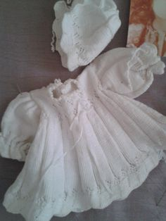 Gebreid jurkje met ajourpatroon  Nelleke Verkouter