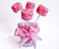 Marshmallow pops are the design staple of cool kids parties. They look fantastic, taste great and are super easy to make.