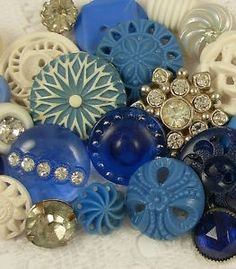 This reminds me of my grandmother. I used to play in her vintage buttons. Think I may add one to my dress for something blue. Button Art, Button Crafts, Love Blue, Blue And White, Color Blue, Sewing Notions, Sewing Box, Vintage Buttons, Vintage Rhinestone