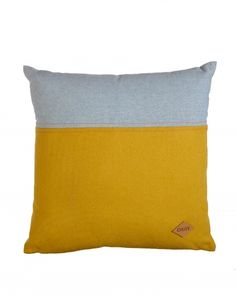 The Oilily decorative cushion features a colour combination of yellow felt and chambray in light blue with lovely coral pink stitching. Finished with leather Oilily-label. The 45 x 45 cm cushion comes with a polyester filling.- Combination of felt and chambray- 100% polyester filling- Spot clean only- Not suitable for tumble drying