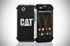 Cat B15 älypuhelin sopii kovempaankin käyttöön. Herrasmiehille, jotka saattavat kokea kolhuja matkan varrella.