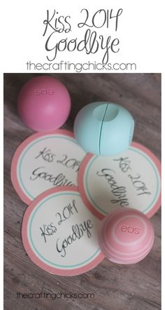 Kiss-it-goodbye Cute favor for New Year's.Kiss 2014 Goodbye (they are EOS lip gloss) and a free printable tag here. New Years Eve Day, New Years Party, Eos Lip Balm, Lip Balms, Diy Spring, New Year's Crafts, Work Gifts, Visiting Teaching, New Year Celebration