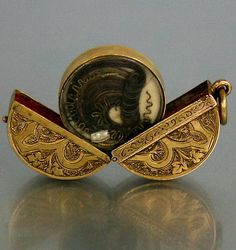 RARE VICTORIAN 15CT GOLD MOURNING LOCKET PENDANT FOB WITH HAIR ART INSIDE 1860's. This is so cool.