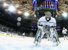 NEW YORK, NY - DECEMBER 15: Jonathan Quick #32 of the Los Angeles Kings prepares to tends net against the New York Rangers at Madison Square Garden on December 15, 2017 in New York City. The Rangers defeated the Kings 4-2. (Photo by Bruce Bennett/Getty Images)