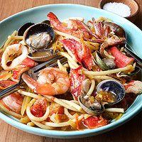 Fat spaghetti with frutti di mare