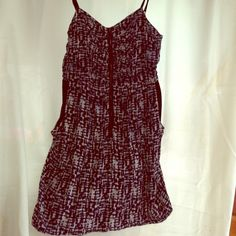 Abstract Pattern Black and Grays Sundress Adorable spaghetti strapped short abstract pattern black and grays sundress. Dress has an exposed zipper on the front. Also has pockets and ruching on the top. Forever 21 Dresses