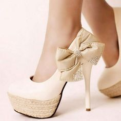 A(z) 8 legjobb kép a(z) cipők táblán  480f1fb92c