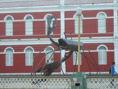 """Ginásio Pernambucano"". Escultura do Caranguejo.  Rua da Aurora. * Recife, Pernambuco. Brasil *"