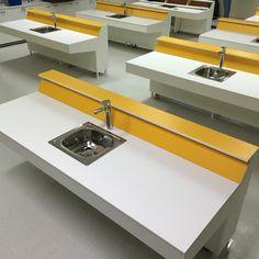 Mesones para Laboratorio de Química. #troika #diseño #design #laboratorios #laboratory #school