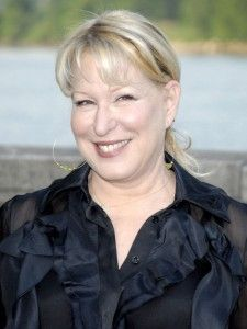Celebrity Smiles, Celebrity Look, Celebrity Pictures, Bette Midler, Female Singers, Celebs, Celebrities, Height And Weight, Betta