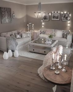 32 Fascinating Small Apartment Living Room Decor Ideas - Just because you have to live in a small place does not mean you can not enjoy being there. By adhering to a few simple rules you can avoid feeling cr. Glam Living Room, Living Room Decor Cozy, Elegant Living Room, Living Room Modern, Living Room Interior, Home Interior Design, Living Room Designs, Cozy Room, Interior Designing