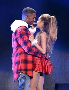 Ariana Grande Photos - Recording artists Big Sean (L) and Ariana Grande perform onstage during KIIS FM's Jingle Ball 2014 powered by LINE at Staples Center on December 2014 in Los Angeles, California. - KIIS FM's Jingle Ball 2014 Powered by LINE - Show Ariana Grande Big Sean, Ariana Grande Boyfriend, Ariana Grande Photos, Celebrity Couples, Celebrity Style, Teen Photo, Mtv Videos, Dangerous Woman, Celebs
