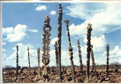 Statues funéraires Sakalava, Madagascar vintana - Google Search