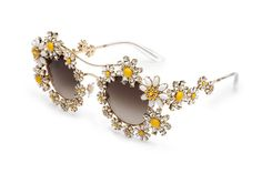 color MARGHERITE rounded sunglasses of inspiration. daisy jewels made with Swarovsky crystals. Latest Sunglasses, Sunglasses Outlet, Sunglasses Women, Oversized Sunglasses, Dolce And Gabbana Eyewear, Piercings, Grunge, Eyewear Trends, Wedding Tattoos