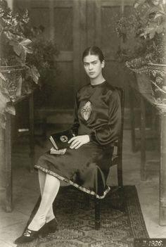 C'est une série de portaits de Frida Kahlo, des photographies noir et blanc prises par son père entre les années 1920 et 1930.