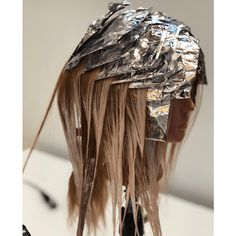 It's no surprise foils had a moment in so from preventing demarcation lines to foiling the hairline, here's 10 of the best foiling tricks we shared! Foil Highlights, Hair Color Formulas, Hair Color Techniques, Balayage Hair, Haircolor, Fall Hair, Hair Hacks, New Hair, Hair And Nails