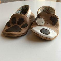 e5932fffda0e7 Paire de chaussons cuir chien pour garçon. Davantage de photos sur  melifabulette.canalblog.