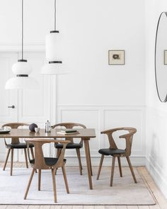 "@andtradition on Instagram: ""A bright dining space with In Between table and chairs - here in Smoked Oak with seat in black silk leather for extra comfort. Find your…"" Oak Dining Chairs, Table And Chairs, Between Serie, Home Bedroom, Bedroom Decor, Single Chair, Slow Living, Interior Decorating, Apartments Decorating"