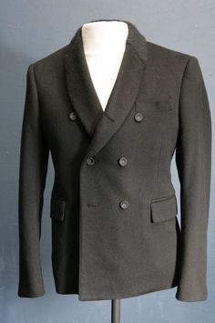 Designer Mens un-worn Cashmere black blazer by Thom Browne 40 chest cool collar