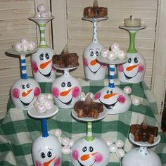 snowmen Christmas Centerpieces, Christmas Decorations, Holiday Decor, Painted Wine Glasses, Snowmen, Light Bulb, Mason Jars, Christmas Crafts, Candle Holders
