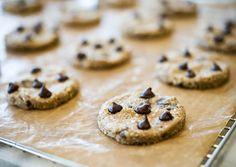 raw vegan chocolate chips cookies? amazing
