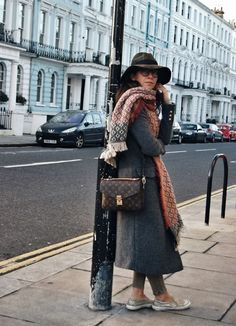 Trendydolap blogger, street style,look, outfit, winter look, hat, louis vuitton metis pochette, grey coat, notting hill