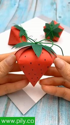 Origami Decoration, Decoration Bedroom, Craft Gifts, Diy Gifts, Valentines Day Gifts For Him Creative, Valentine Ideas, Diy For Kids, Crafts For Kids, Fun Crafts