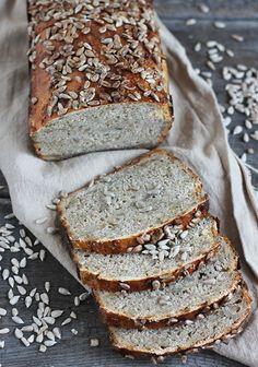 Chleb żytni ze słonecznikiem i miodem na zakwasie żytnim
