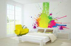 chambre flashy, très colorée, ambiance jeune et urbaine pour ce projet de fresque murale