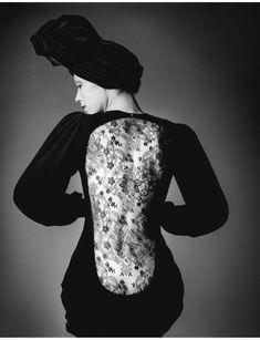 jeanloup-sieff-marina-schiano-dress-yves-saint-laurent-paris-french-vogue-19701