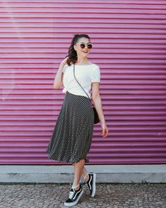 ideas holiday outfits casual summer sparkle for 2019 Cute Modest Outfits, Skirt Outfits, Classy Outfits, Vintage Outfits, Casual Holiday Outfits, Modest Fashion, Fashion Outfits, Skirt And Sneakers, Hipster