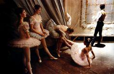 David Turnley Bolshoi theatre Ballerinas Stretching Before Performance Moscow 1989 Bolshoi Theatre, Bolshoi Ballet, Best Documentaries, Ballet Photos, Dance Academy, Ballet Beautiful, He's Beautiful, Beautiful Places, Ballet Costumes