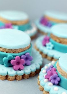 Easter bonnet cookies with fondant sugarcraft decoration - spring baking, edible gifts and desserts inspiration