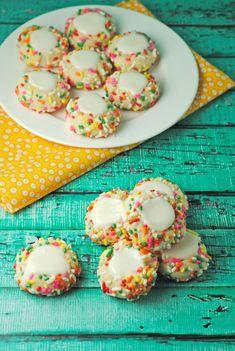 Rainbow Sprinkle Thumbprint Cookies from @jen @ Juanita's Cocina #recipe #dessert