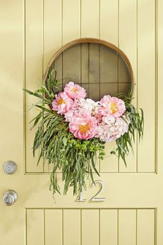 Find another use for your grain sifter by making it into a unique summer wreath that will impress your neighbors. #design #diy #homedecor #homestyle #home #decor