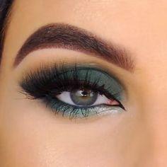Select the most polular eye looks for you to pull off this holiday season. Find the festival eye makeup idea that is the right fit for you! Makeup Tips Eyeshadow, Eye Makeup Steps, Eye Makeup Art, Dark Makeup, Smokey Eye Makeup, Beauty Makeup, Glitter Eyeshadow, Makeup Looks For Brown Eyes, Makeup For Green Eyes