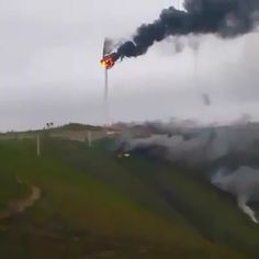5 Wind Turbines which Failed – So Funny Epic Fails Pictures Epic Fail Pictures, Funny Pictures, Weird Facts, Fun Facts, Wow Video, Fail Video, Electrician Humor, Picture Fails, Natural Disasters