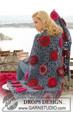 """Coperta DROPS con fiori all'uncinetto in """"Eskimo"""". ~ DROPS Design"""
